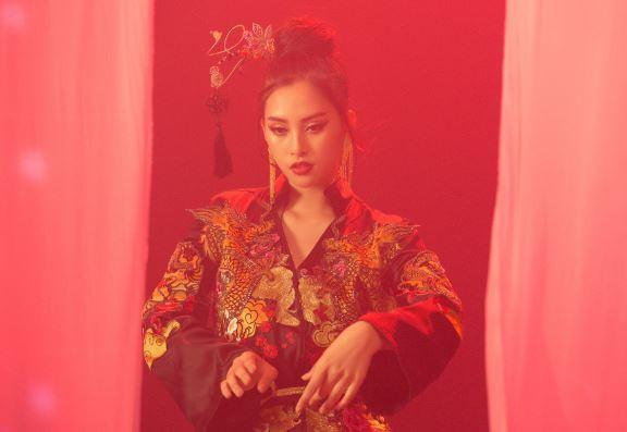 """Chọn """"Lạc trôi"""" của thần tượng để thi tài năng tại Miss World 2018, Trần Tiểu Vy xuất hiện với thần thái xuất sắc"""
